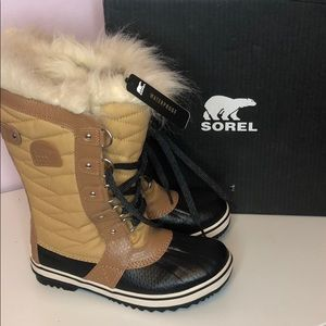 Sorel youth tofino ll in curry,elk
